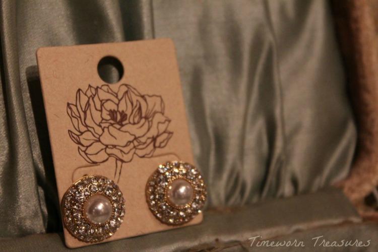 Pearl earring studs